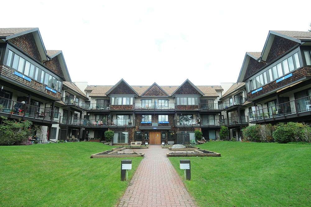 Kiwanis-court-west-vancouver-ext-3